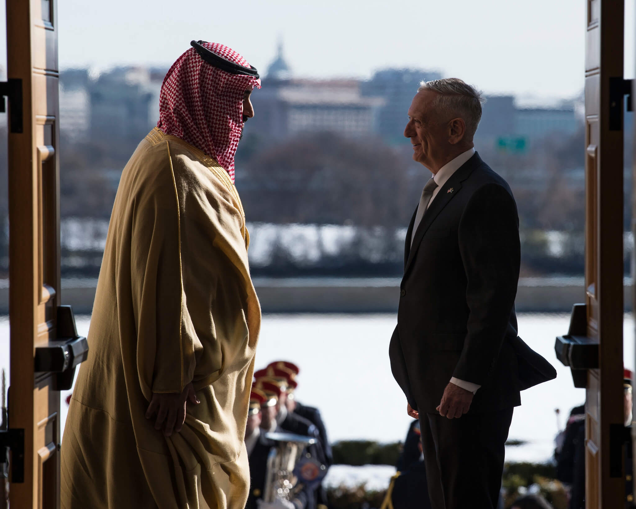 Aarts-De Saoedische kroonprins Mohammed bin Salman met de toenmalige Amerikaanse minister James Mattis in Washington, 2018. © US Secretary of Defense - Flickr