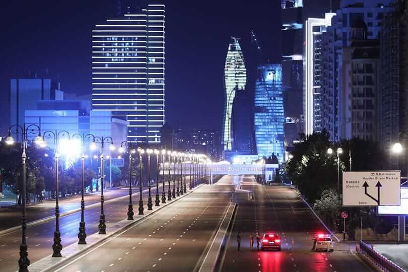 Empty streets because of curfew in Baku, Azerbaijan on 28 September 2020. By Ministry of Internal Affairs - Wikimediacommons - CC BY-SA 4.0, .jpg