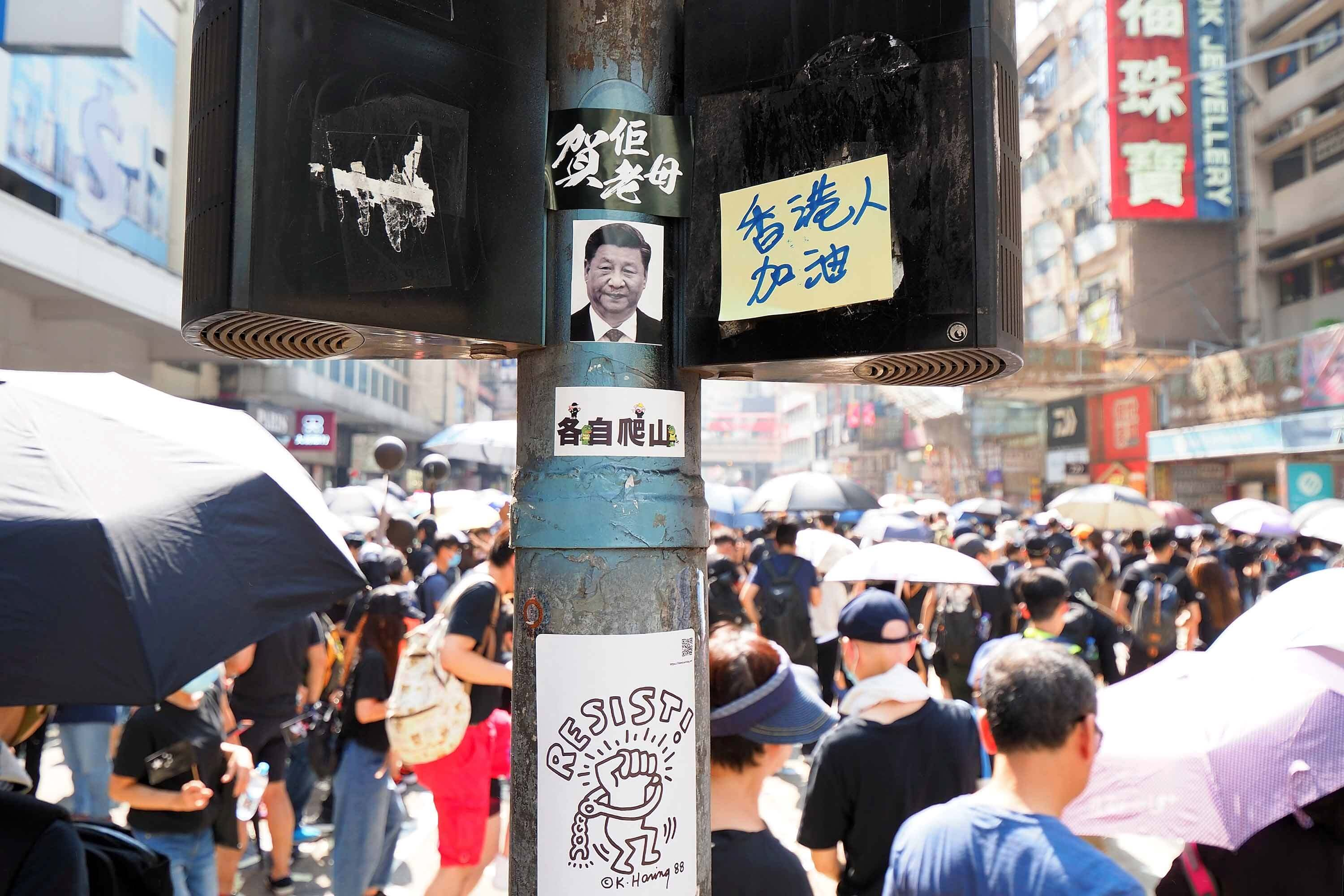 Dams-Banners protesting the Chinese government at a protest in Hongkong, 1 October 2019. © Etan Liam - Flickr