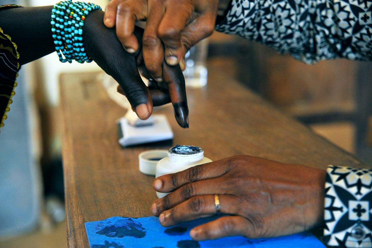 A woman has her finger dipped ink after voting  in legislative by-elections in Grand Laho, Côte d′Ivoire  (Photo: UN/Hien Macline