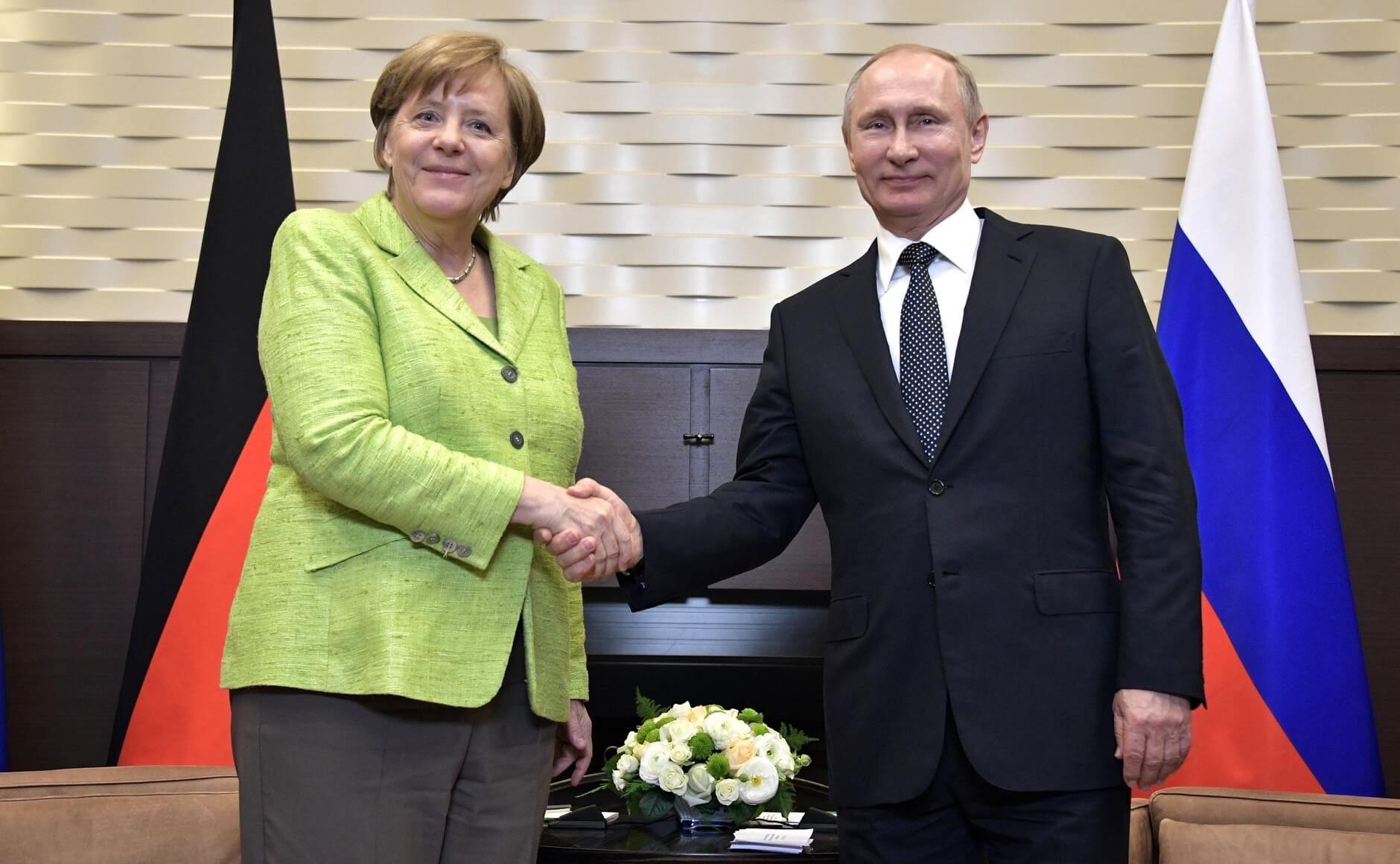 President Putin receives Chancellor Merkel during a state visit in 2017. © Wikimedia Commons