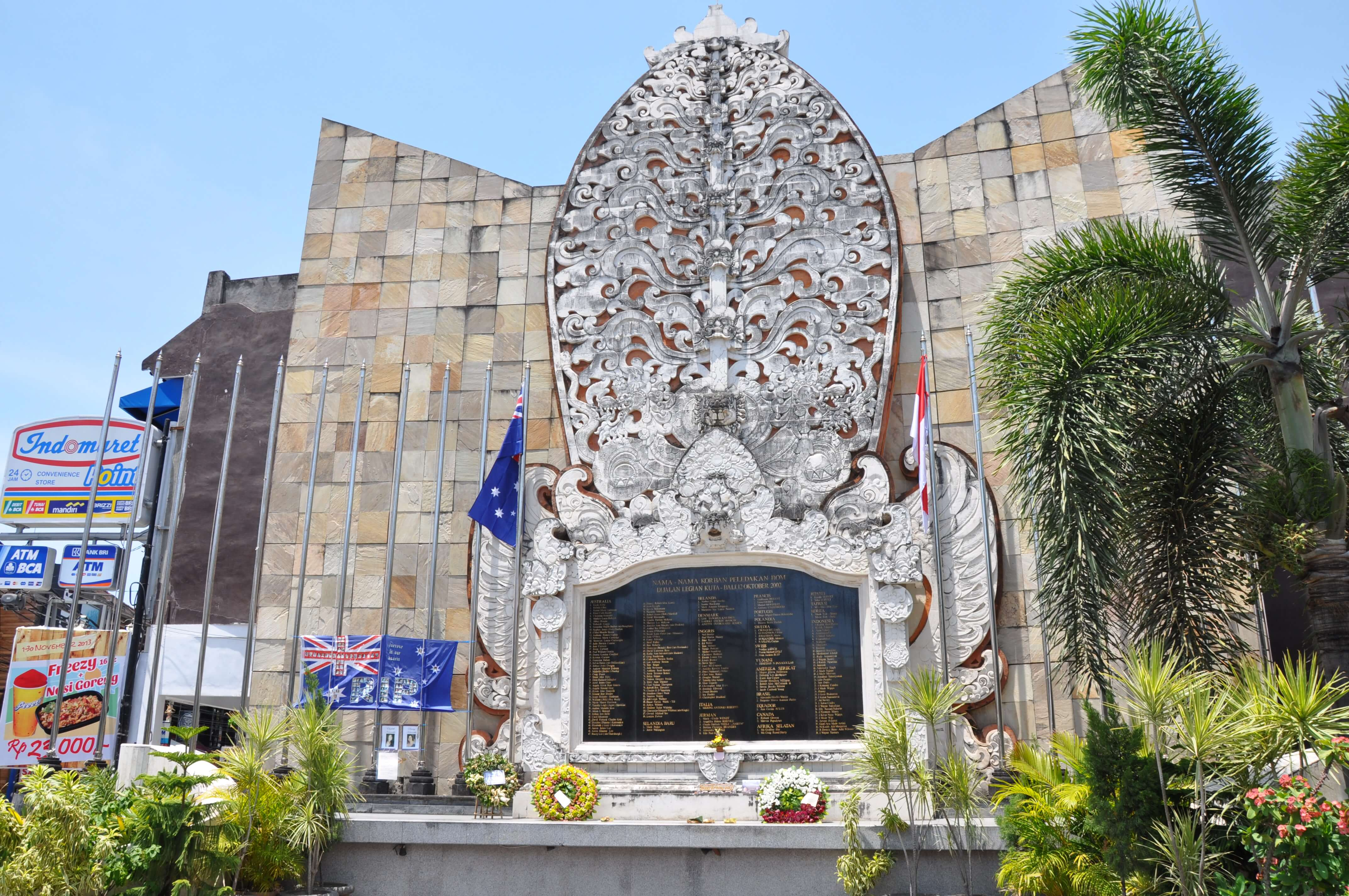 A memorial to commemorate the victims of the Bali bombing in 2002. © Jorge Láscar / Flickr