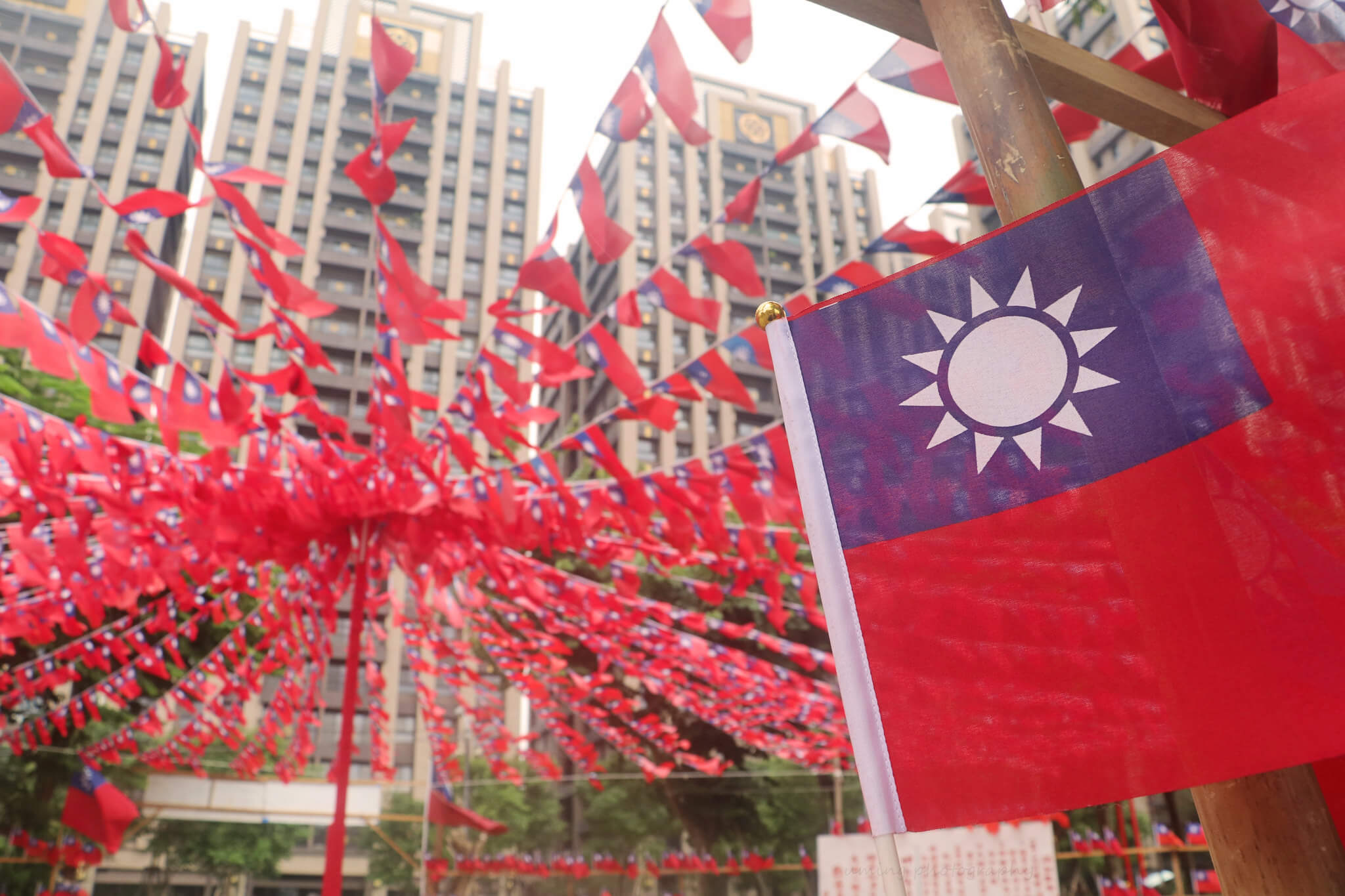 Holmes - The flag of the Republic of China, commonly referred to as the Flag of Taiwan. Uming Photography - Flickr