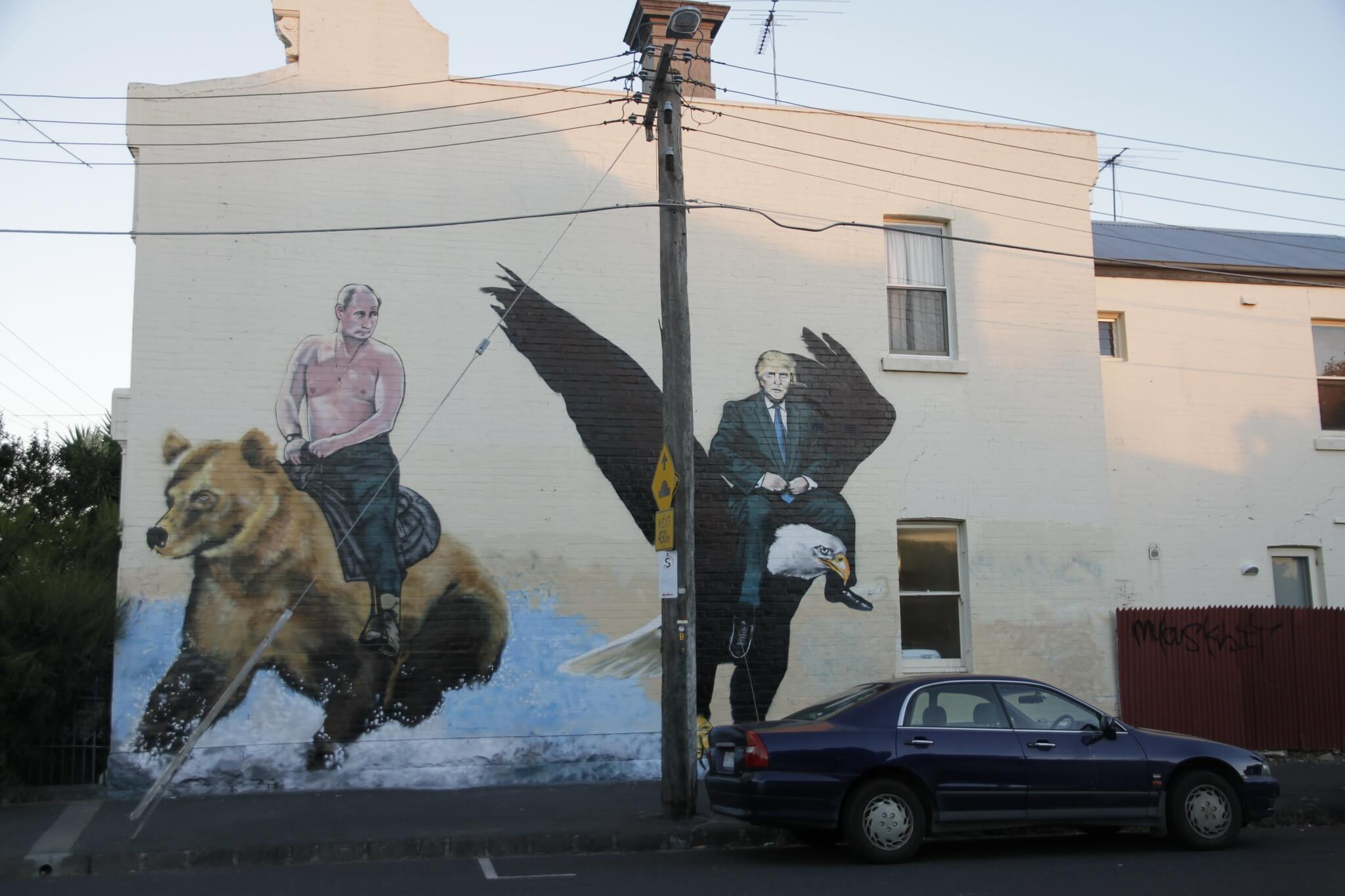 Putin and Trump mural in Brunswick, US. Gavin Anderson - Flickr