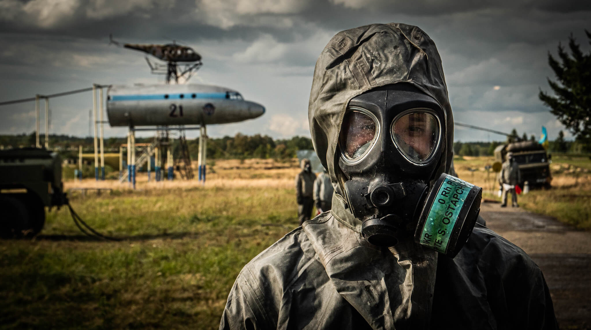 Klijn-foto-A member of the Ukrainian vehicle decontamination team in exercise Rapid Trident, an annual, multinational exercise, which took place in Ukraine in September 2019. © NATO