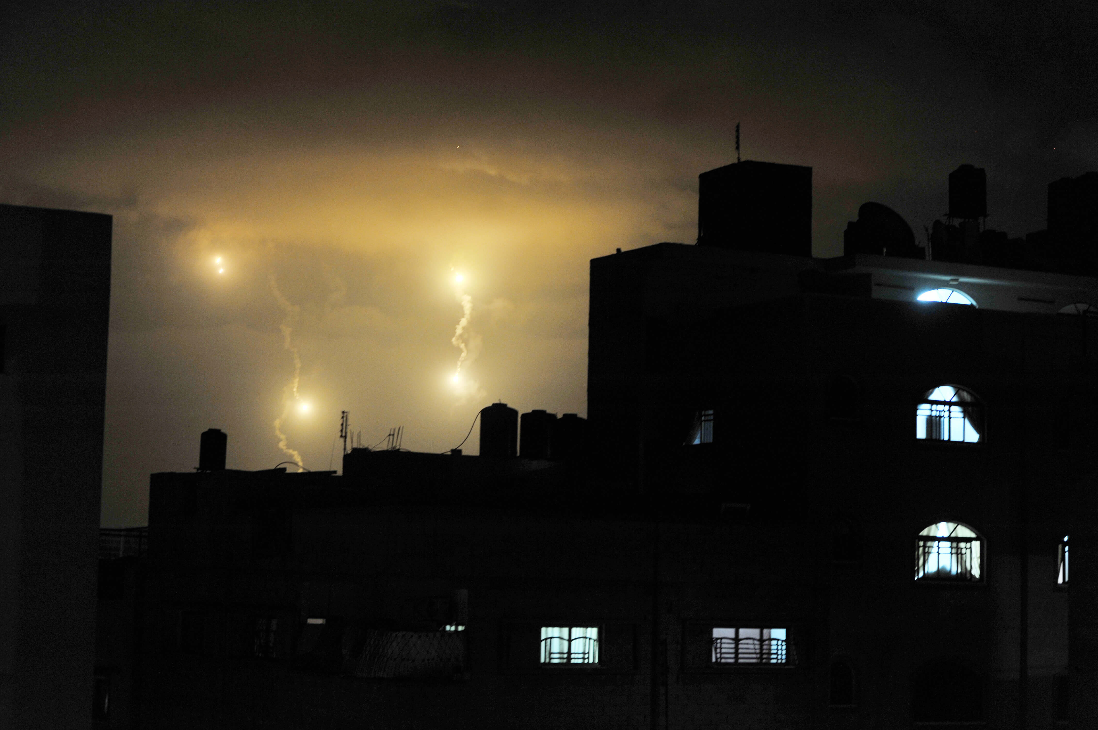 Flares from Israeli forces light up the night sky of Gaza City in the course of the hostilities in the Gaza Strip in July 2014 ©UN Photo/Shareef Sarhan
