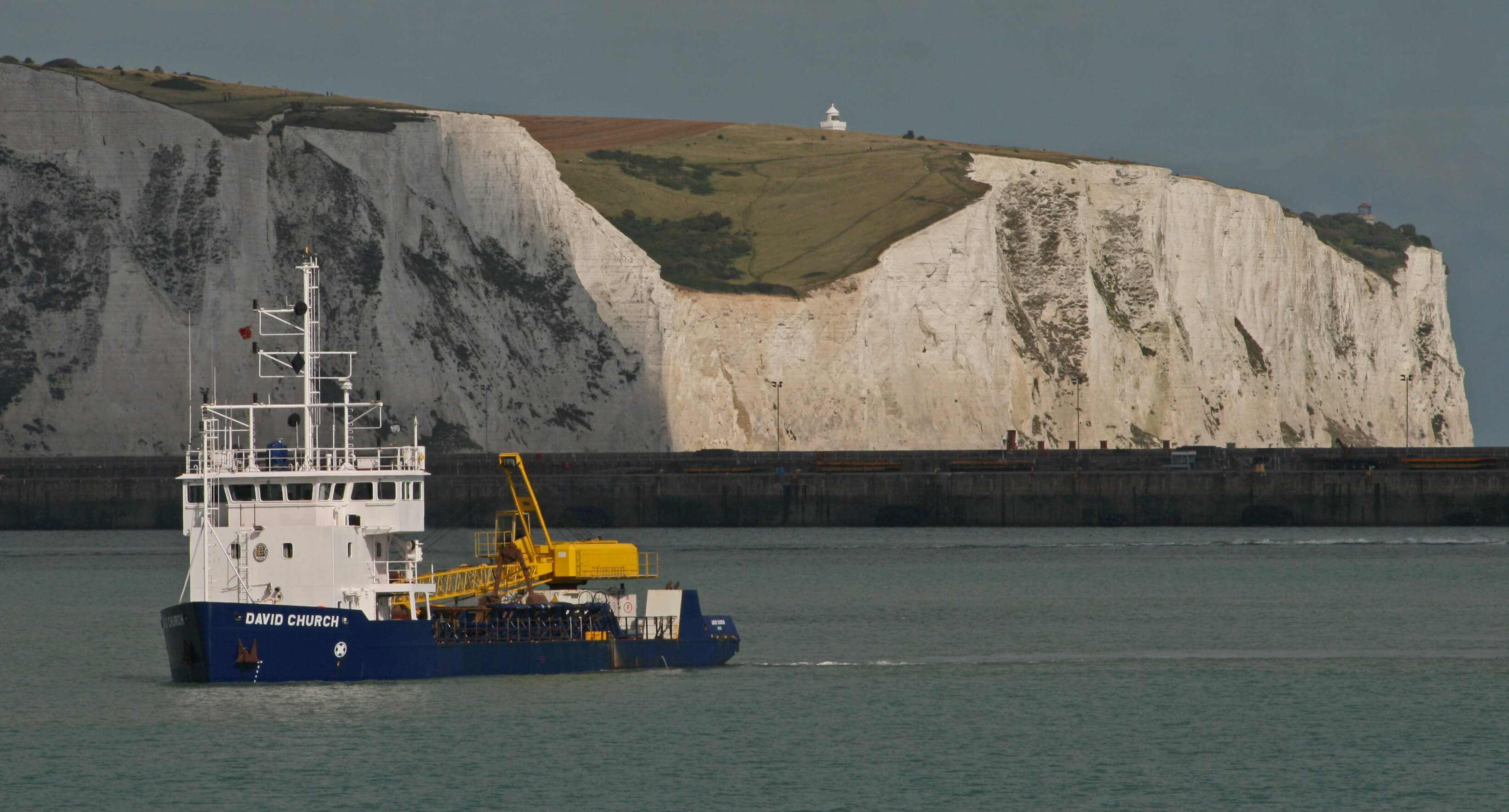 Dover Harbour Board dredger David Church in Eastern Docks with the white cliffs in the background. © Glen/Flickr