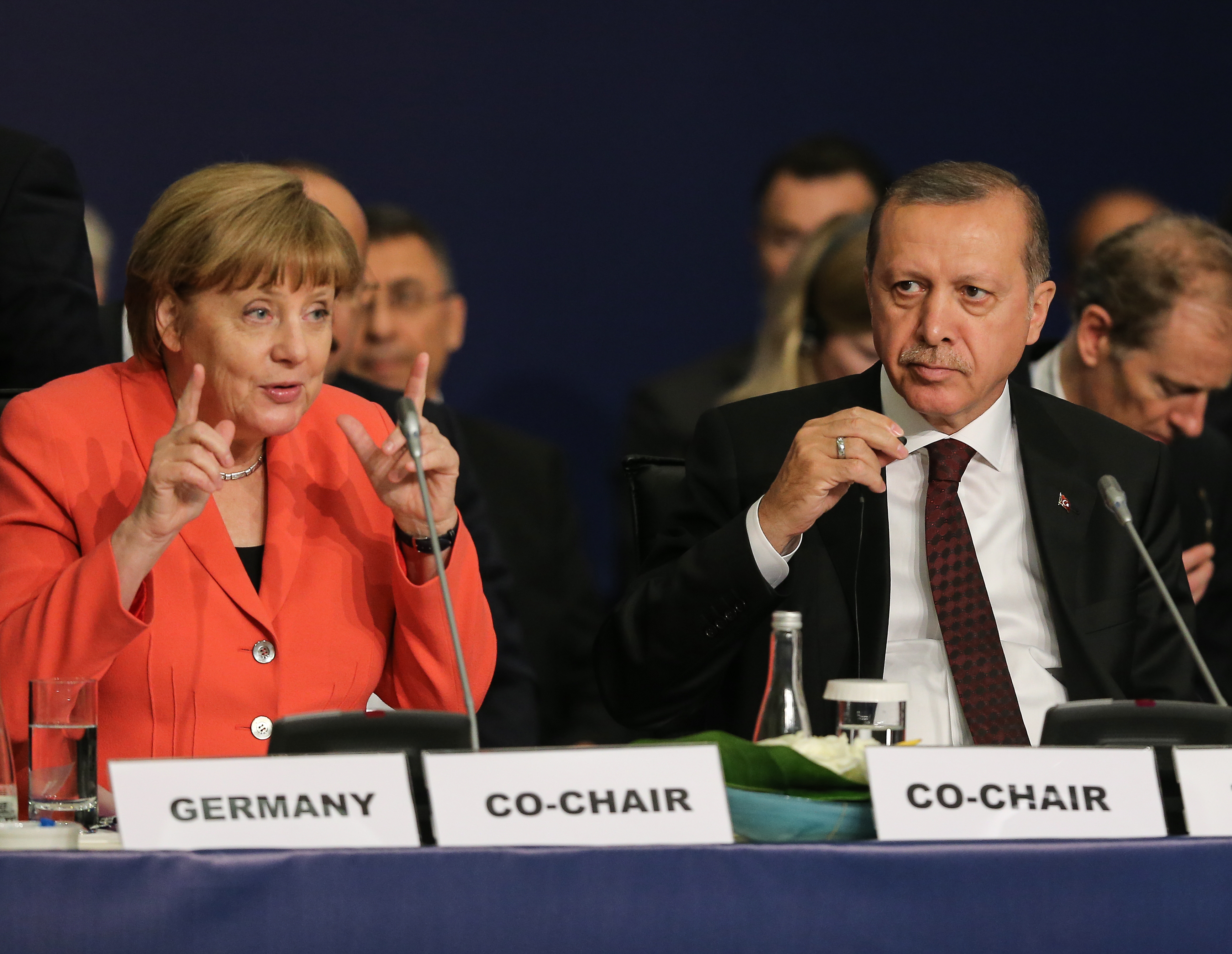 De Duitse bondskanselier Merkel en de Turkse president Erdogan tijdens de World Humanitarian Summit in Istanbul, 2016. Bron: Flickr  / World Humanitarian Summit