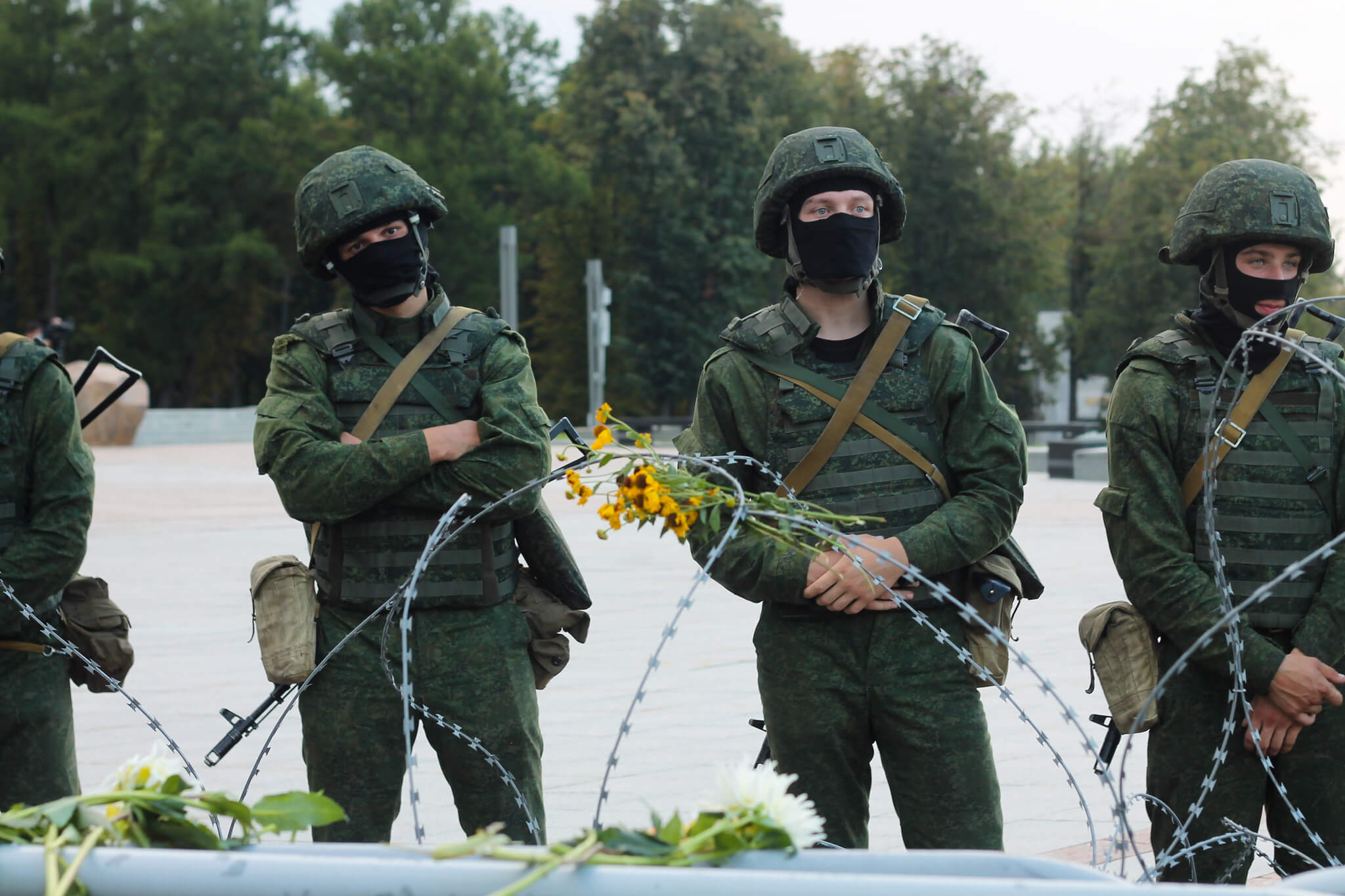 Belarussian soldiers during a protest rally in Minsk on August 30 2020. © Flicker / Natallia Rak
