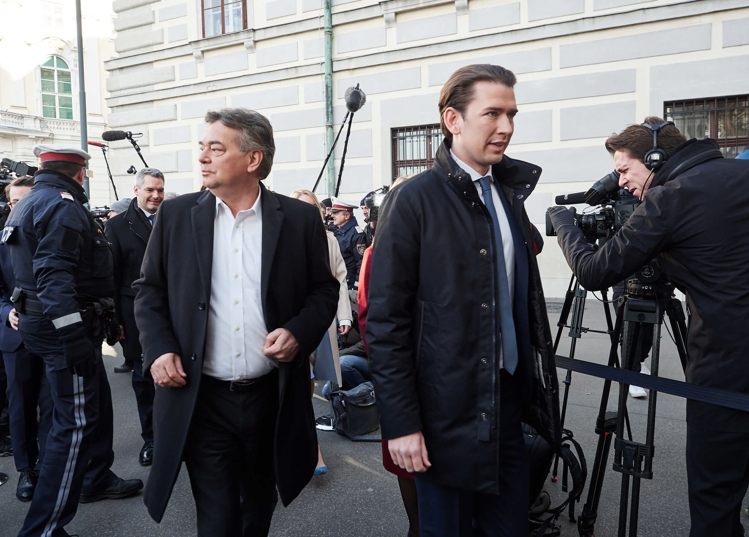 Werner Kogler (spokesman Green Party) and chancellor Sebastian Kurz (ÖVP) on their way to the inauguration ceremony. © Michael Gubi/Flickr
