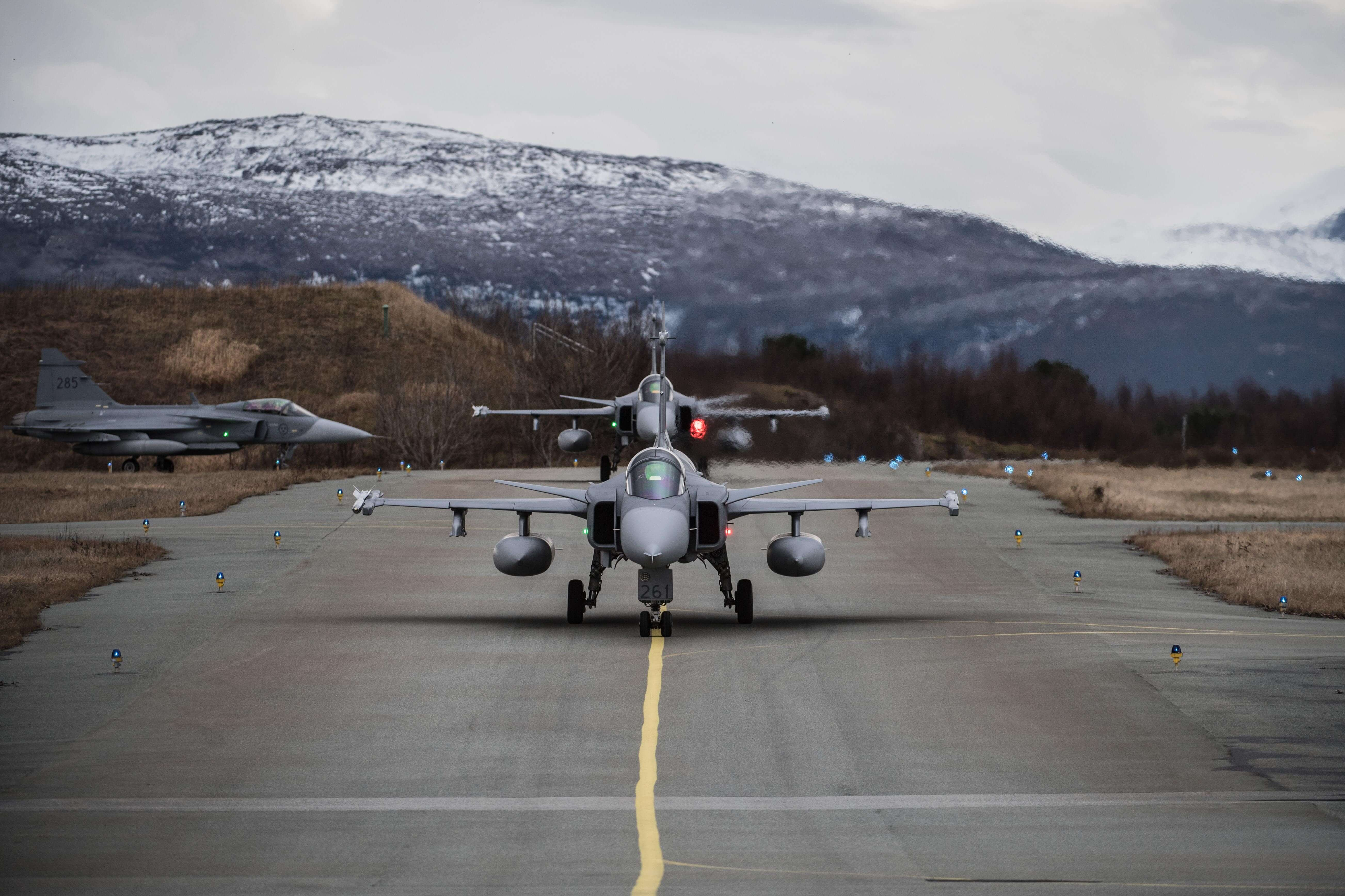 Swedish JAS 39 Gripens before take off during exercise Trident Juncture. © NATO North Atlantic Treaty Organization/Flickr