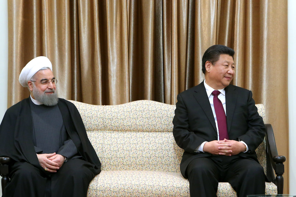 Chinese President Xi Jinping and Iranian President Hassan Rouhani meet with Ali Kamenei, January 2016. © Wikimedia Commons / Official website of Ali Khamenei