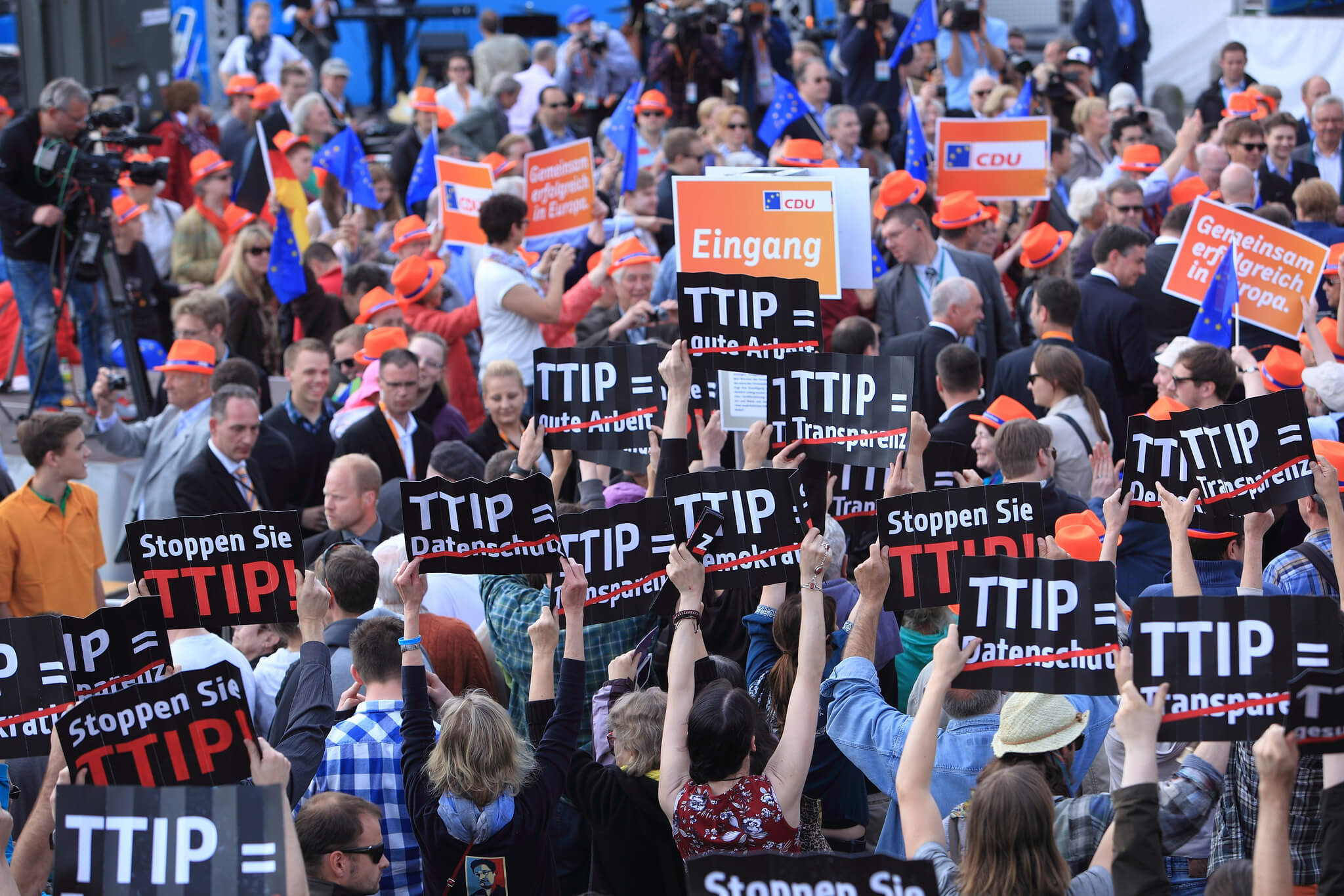 TTIP Flashmob in Hamburg. © campact / Flickr