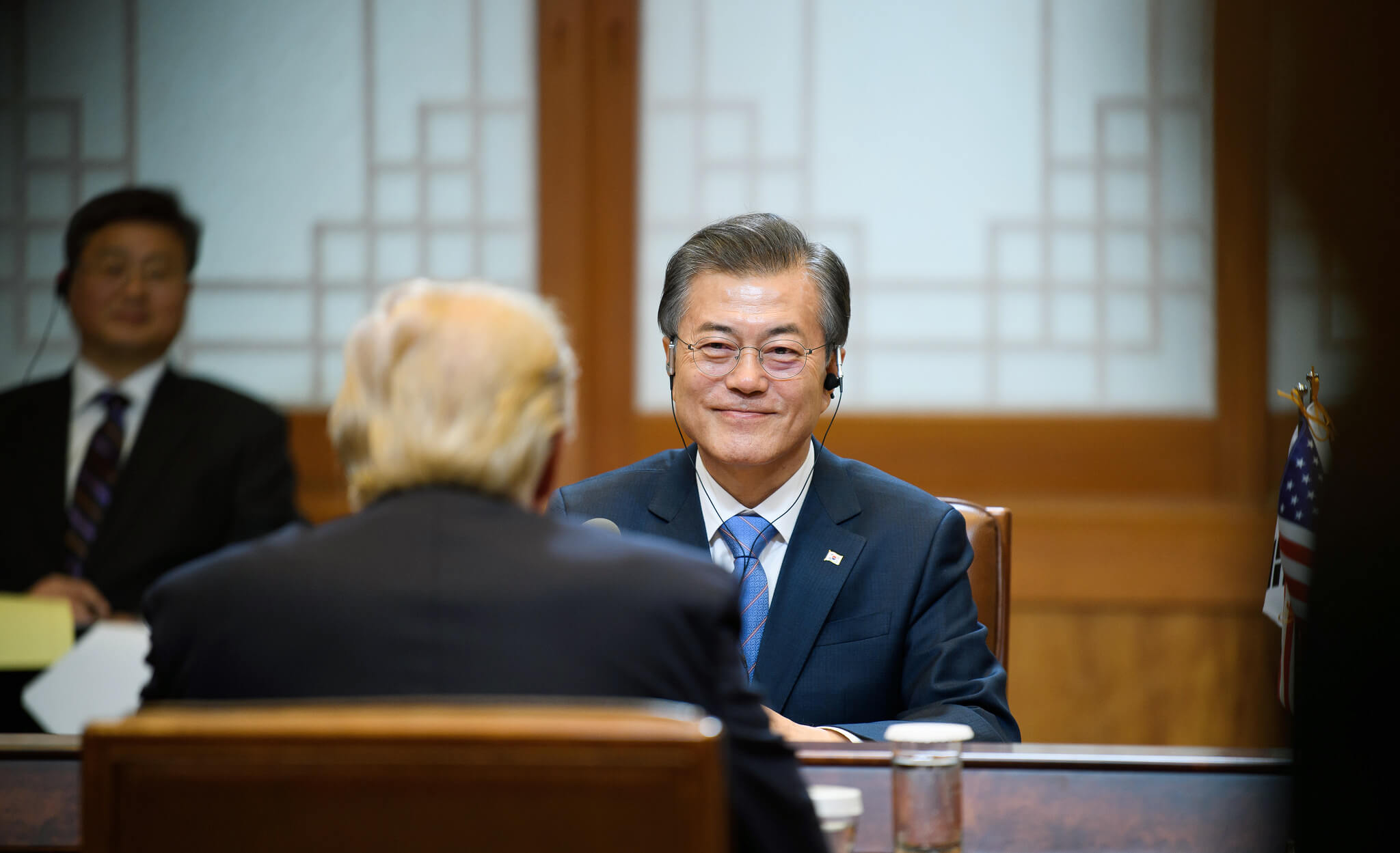 Vogelaar-foto-Zuid-Koreaans president Moon Jae-in en Donald Trump in Seoul in 2017 (8 nov 2017)-Flickr-Republic of Korea