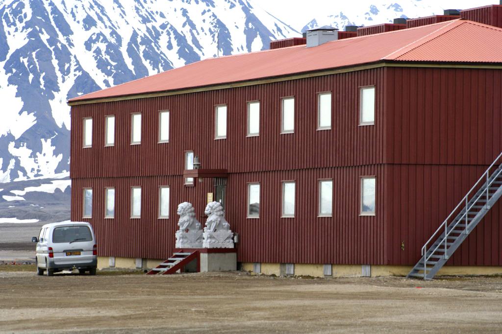 Chinese research station in Svalbard, Spitsbergen, June 2006. © Amanda Graham / Flickr