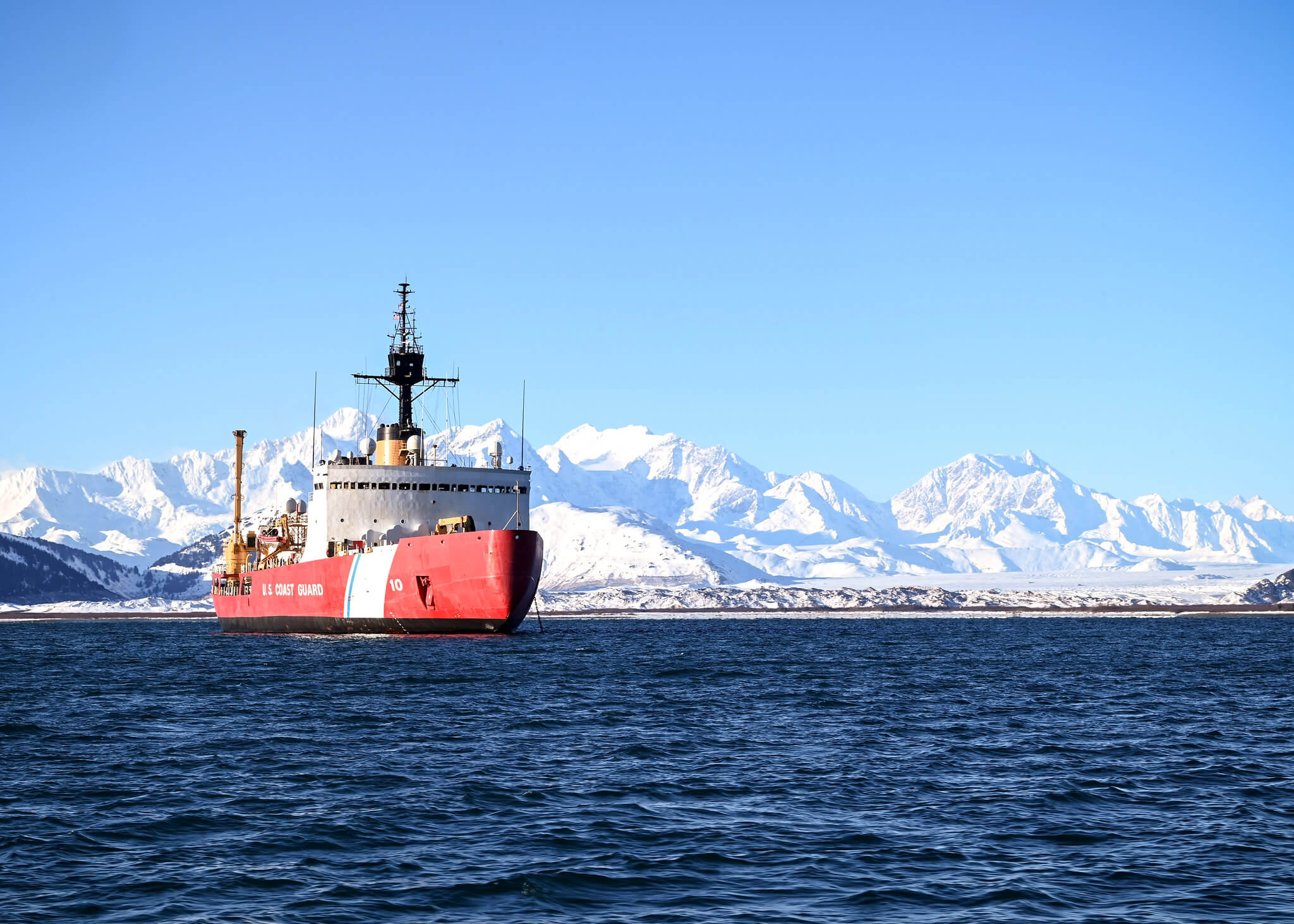 US Coast Guard Cutter Polar Star sits at anchor in Taylor Bay, Alaska, during Arctic deployment, 22 February 2021 © US Into-Pacific Command / Flickr