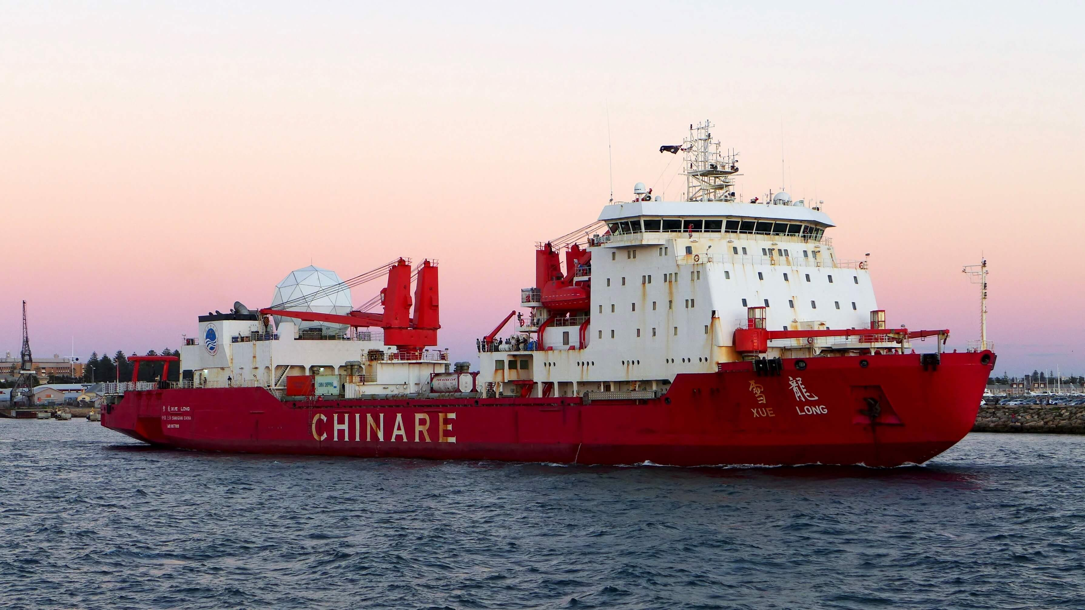 Xue Long, a Chinese icebreaker, departing from the inner harbour of the Port of Fremantle, Western Australia, on her way back to her port of registry, Shanghai, China, after a visit to Antarctica, 28 March 2016 © Bahnfrend, Wikimedia