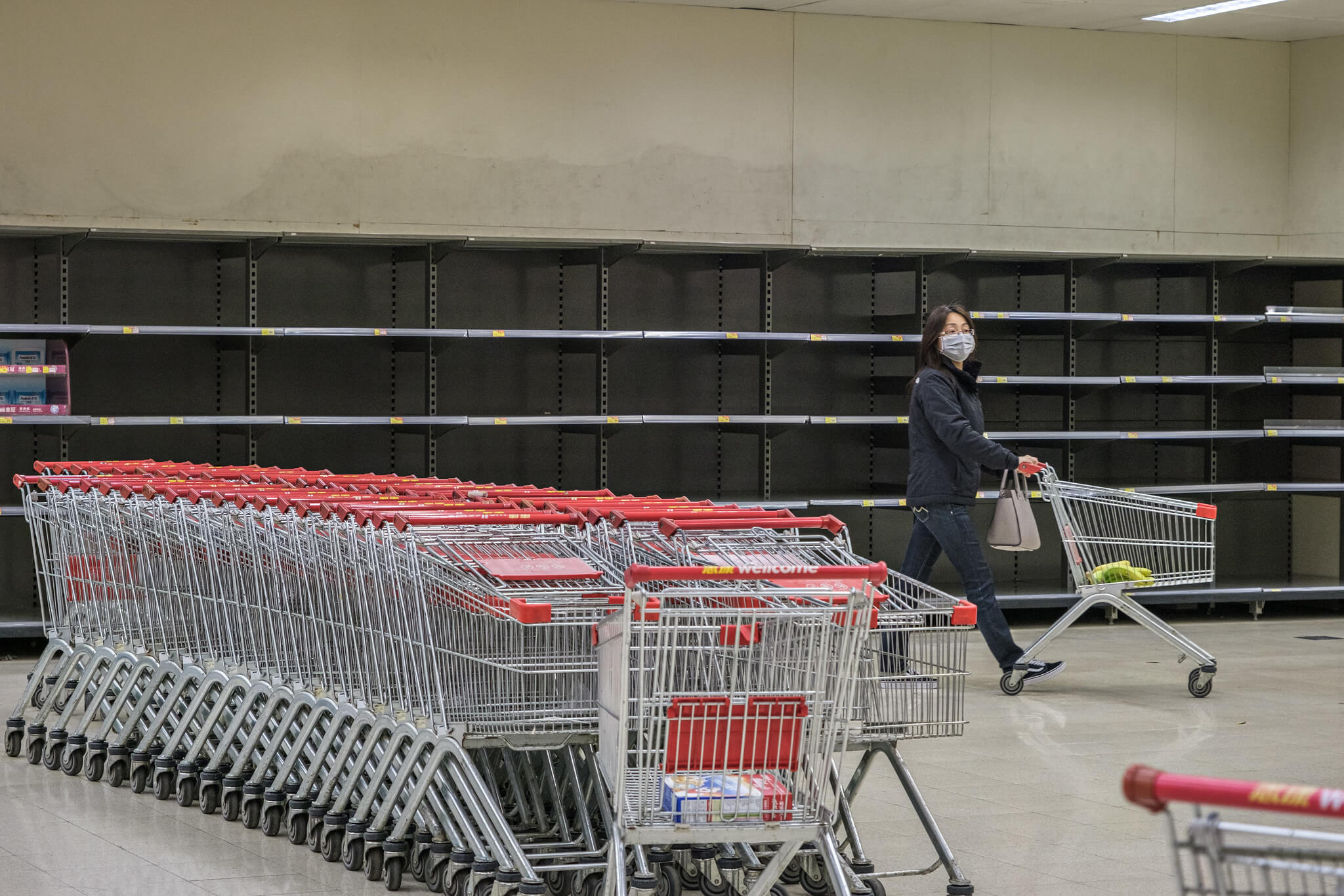 A supermarket in the city of Wuhan, almost empty due to the corona-crisis. © Studio Incendo/Flickr