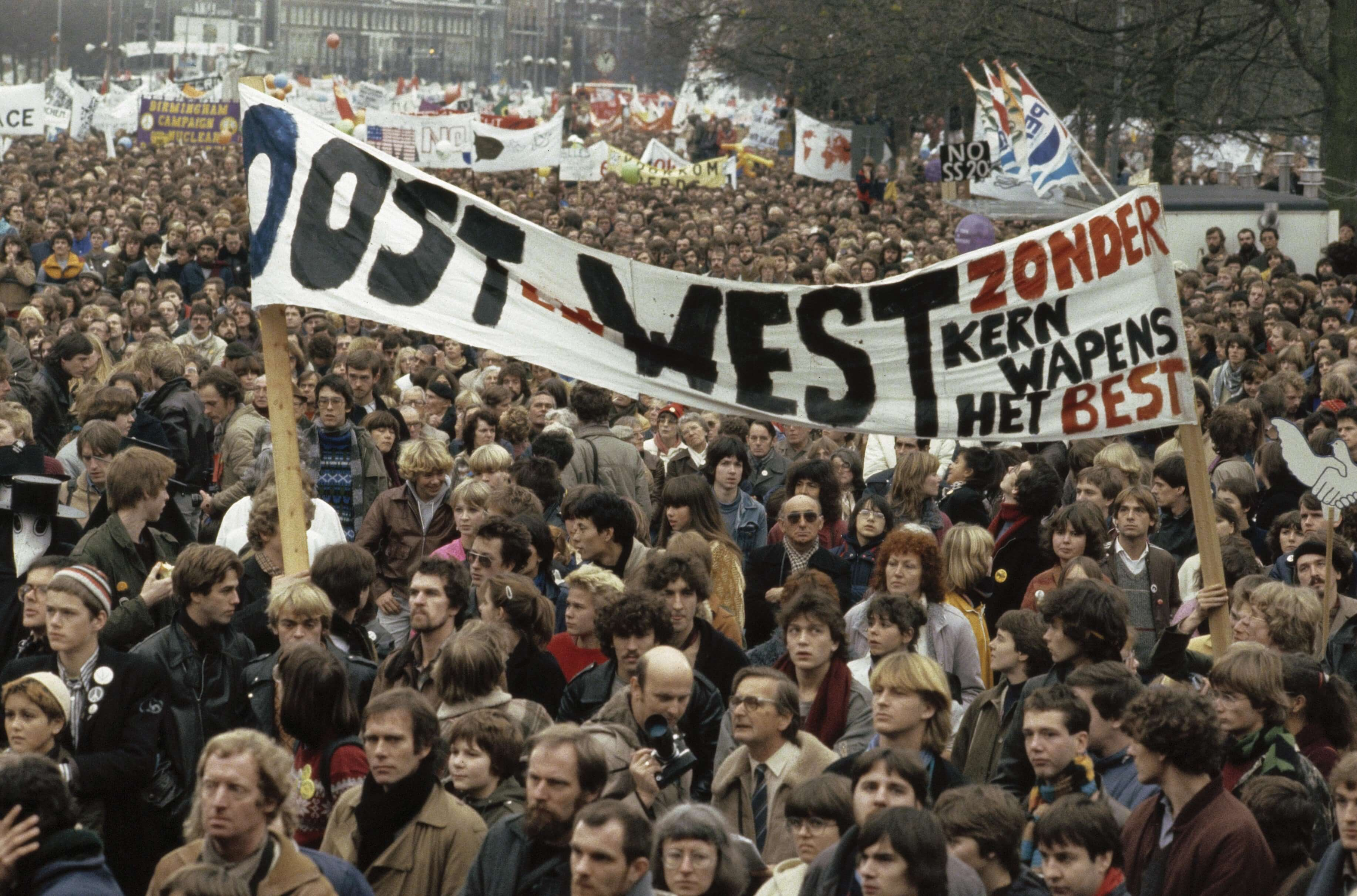 Protest in Amsterdam against the nuclear arms race between the US and the Soviet Union. © Rob Bogaerts
